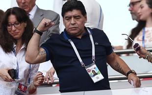 Na tisoče navijačev prišlo na odprti trening pozdraviti Maradono