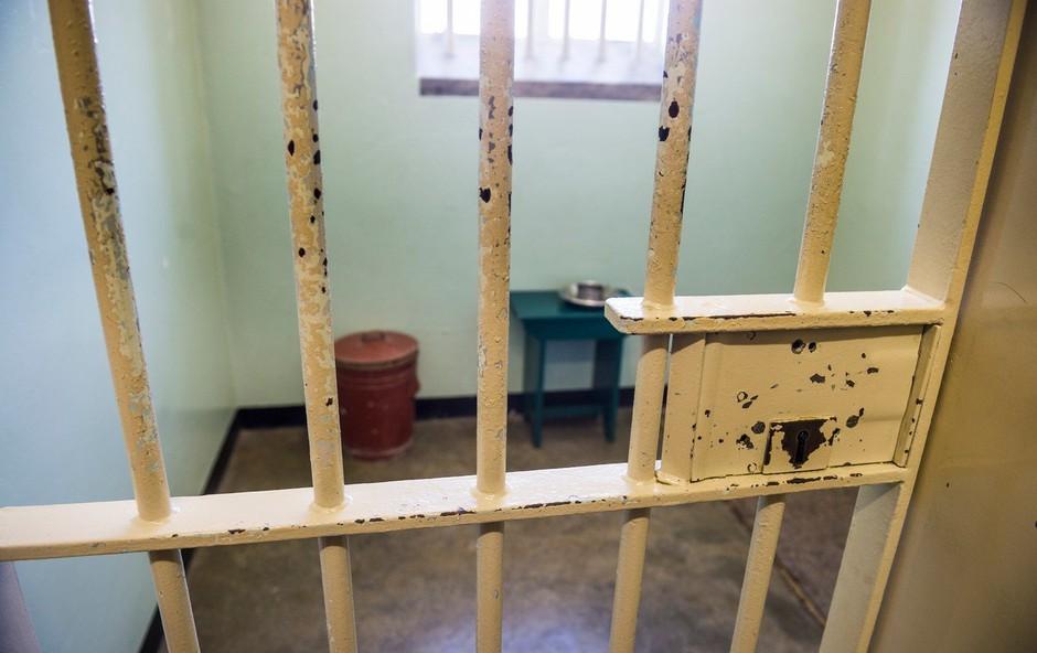 Kdo je pripravljen za noč v zaporniški celici Mandele odšteti tudi do 300.000 dolarjev? (foto: profimedia)