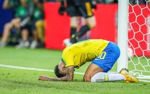 Brazilske nogometaše jezni navijači niso obmetavali s kamenjem in sadjem! Očitno je šlo za lažni posnetek!