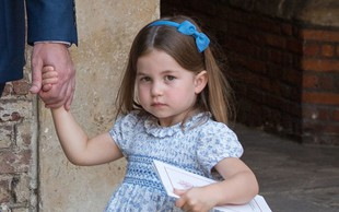 Mala princesa Charlotte je na krstu svojega bratca ukradla vso pozornost