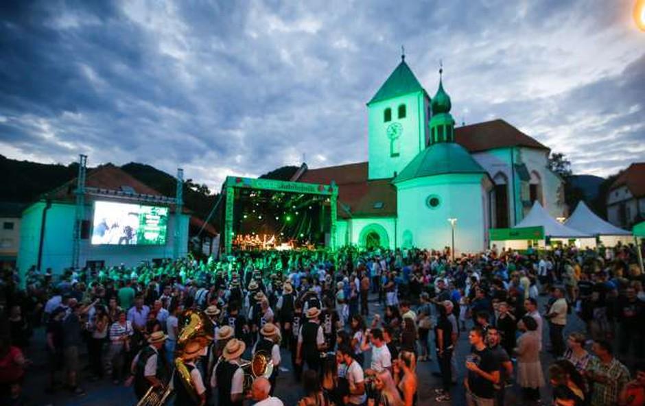 V Laškem se začenja 54. festival Pivo in cvetje (foto: STA)