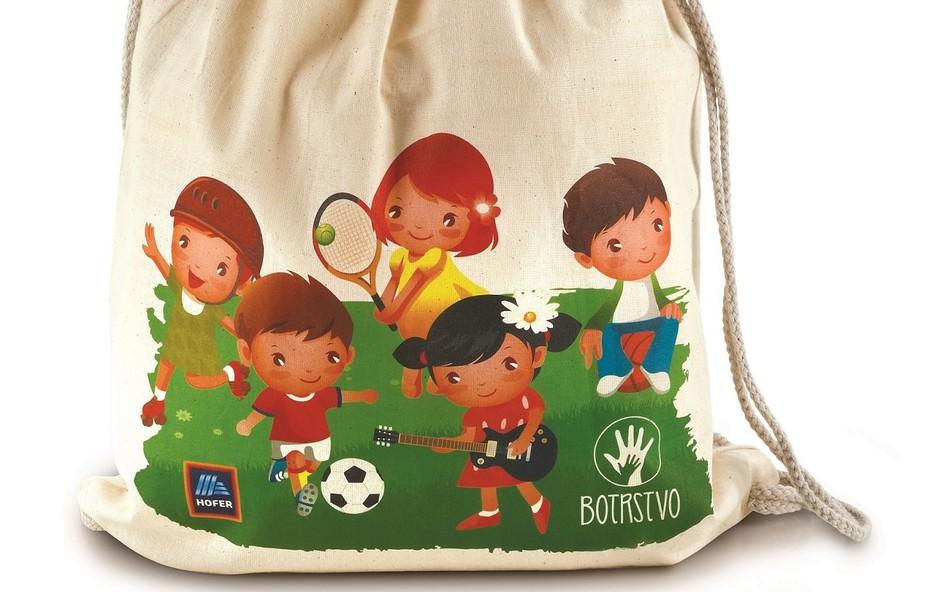 Iniciativa Danes za jutri z vrečko in stekleničko za pomoč otrokom projekta Botrstvo (foto: Hofer Press)
