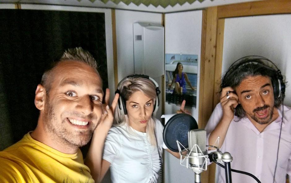 Lea Sirk v vlogi radijke! (foto: Osebni arhiv)