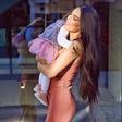 Kakšna mala manekenka je hčerkica Iris Mulej, svoji mamici je čedalje bolj podobna!