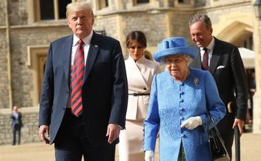 Kaj je Elizabeta II. z broškami želela sporočiti Donaldu Trumpu?