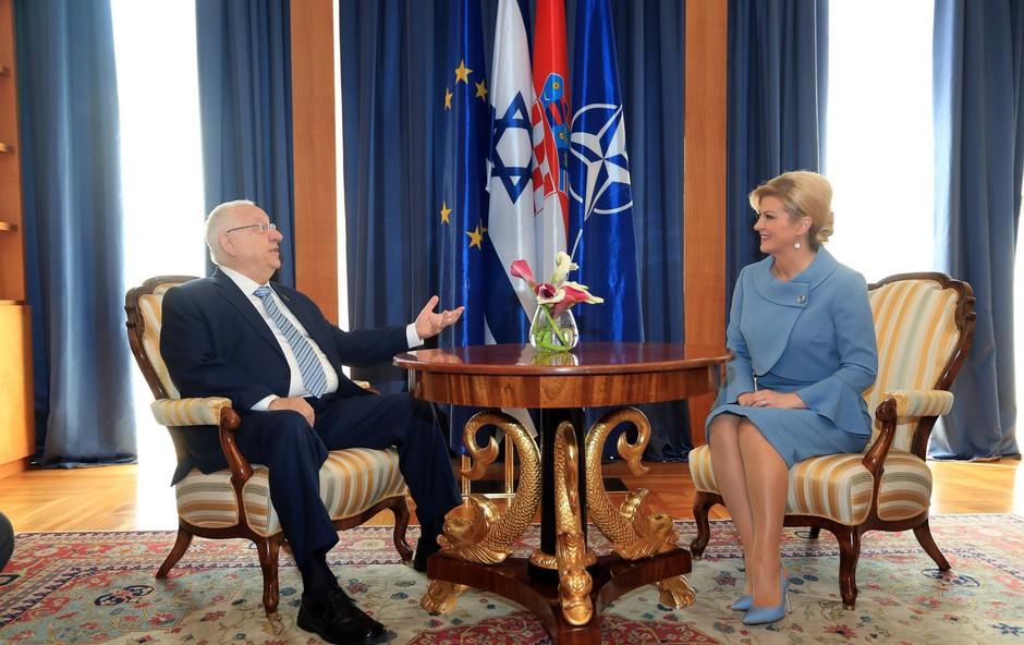 Zakaj se je Kolinda Grabar Kitarović oblekla na las podobno Melanii Trump? (foto: Profimedia)