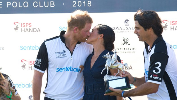 Meghan Markle in princ Harry sta se na polo tekmi strastno poljubila (foto: Profimedia)