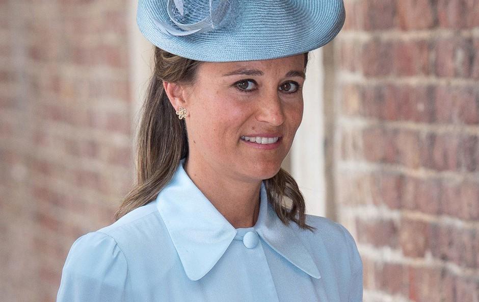 Pippa Middleton nosila plašč, ki še kako spominja na tistega, ki smo ga videli pri Meghan Markle (foto: Profimedia)