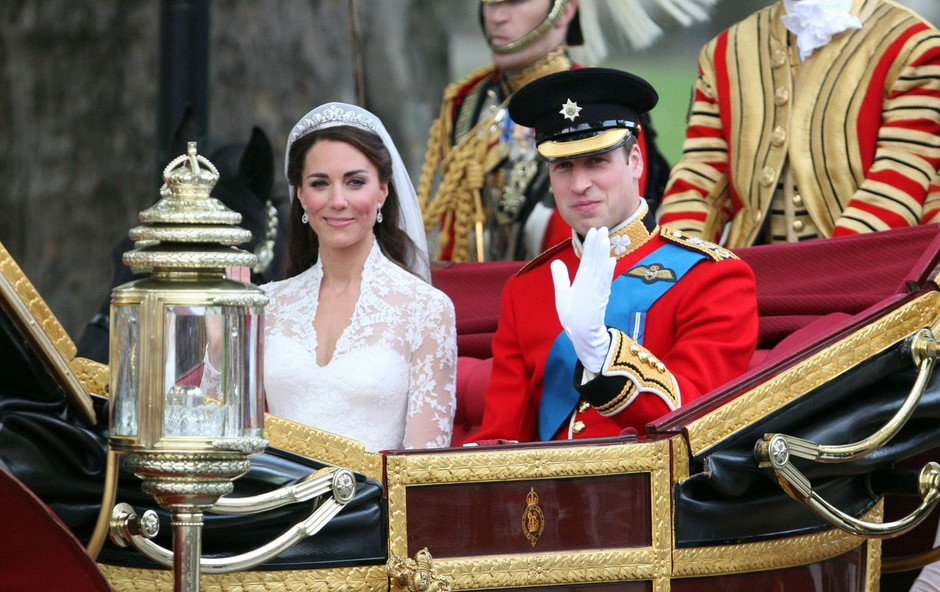 Kate Middleton in princ William na poročno noč kršila kraljeva pravila (foto: Profimedia)