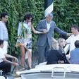 Amal Clooney ima noge, ki jemljejo dih