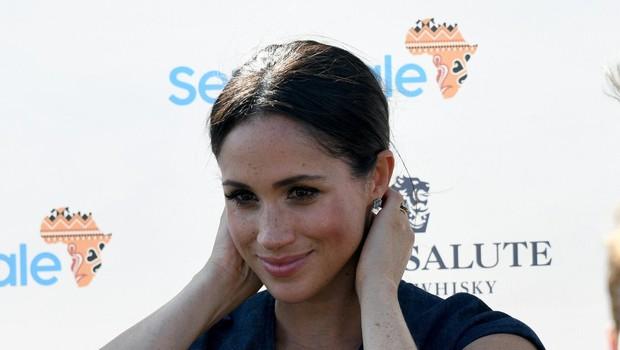 Kate Middleton tolaži vse bolj potrto Meghan Markle (foto: Profimedia)
