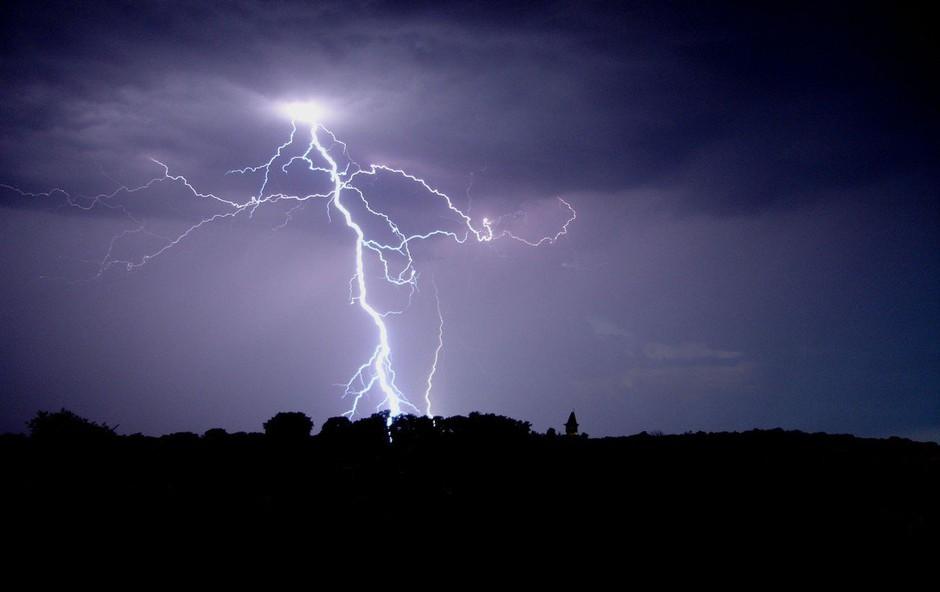 Danes nevihte in krajevna neurja po vsej državi; Arso razglasil oranžno stopnjo (foto: Profimedia)