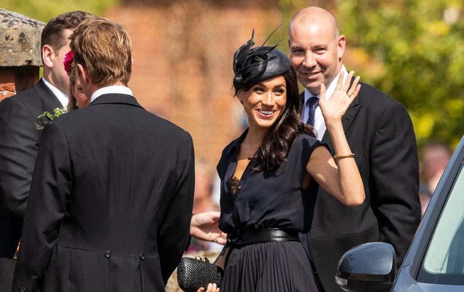 Meghan Markle v trenutku nepazljivosti pokazala črn čipkast modrček (foto: Profimedia)