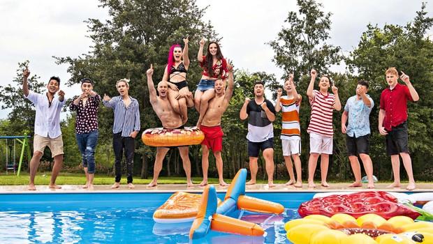 Raay je združil vse talente: Vroče snemanje na bazenu (foto: Bor Slana)