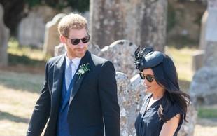 Princ Harry na poroko prišel z veliko luknjo na podplatu čevljev