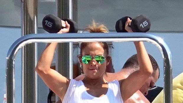 Jennifer Lopez tudi na počitnicah ne preskoči treninga (foto: Profimedia)