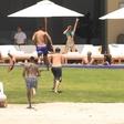 Kendall Jenner na plaži besnela nad paparaci