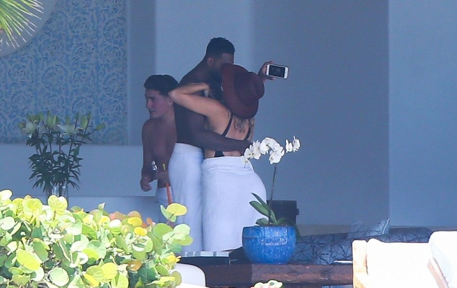 Khloe Kardashian in Tristana Thompsona paparaci zasačili v intimnih trenutkih (foto: Profimedia)