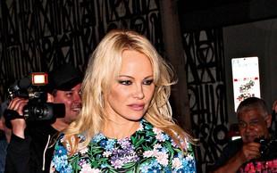 Pamela Anderson: Milijarder jo zasipa z darili