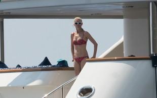 Claudia Schiffer pri 47 letih s svojo postavo vsem jemlje dih