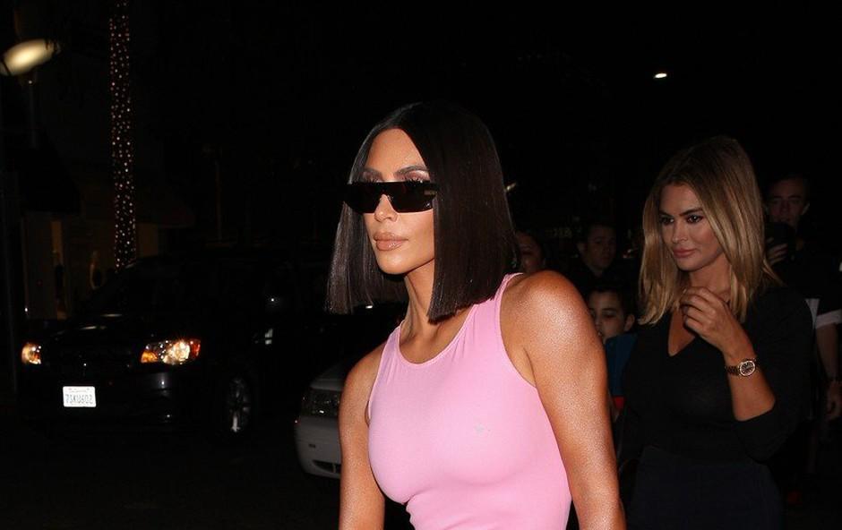 Kim Kardashian nehote pokazala, kakšen je njen trik za vedno popolno postavo (foto: Profimedia)