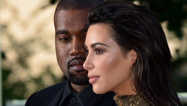 Kim Kardashian priznala, da Kanye godrnja zaradi njenih slik! (foto: Profimedia)