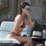 Kourtney Kardashian po treh porodih na plaži pokazala zavidanja vredno postavo (foto: Profimedia)