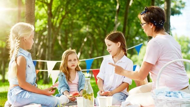 Ženske, deležne nesramnosti v službi, so strožje pri vzgoji svojih otrok, pravi študija (foto: Profimedia)