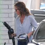 Cindy Crawford paparaci nenaličeno ujeli na bencinski črpalki (foto: Profimedia)