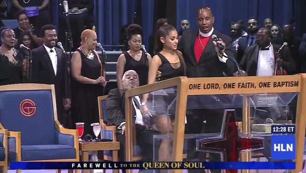 Pastor se je Ariani Grande opravičil zaradi otipavanja na pogrebu Arethe Franklin (foto: Profimedia)