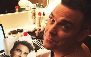 Robbie Williams v brutalno iskreni biografiji Odkrito: »Prečkal sem obzorje, pa sem še vedno tu!«