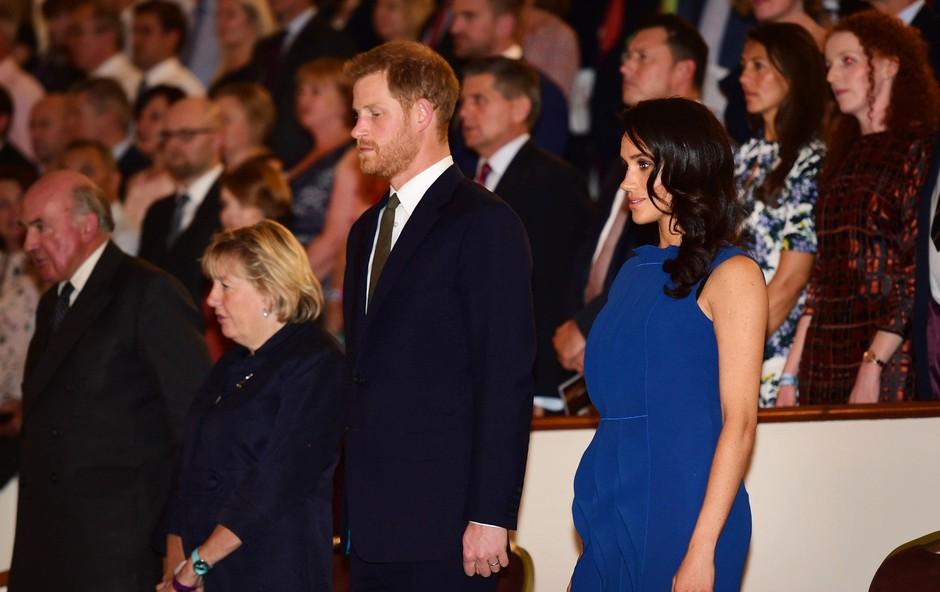 Je ta obleka dokaz, da je Meghan Markle že noseča? (foto: Profimedia)