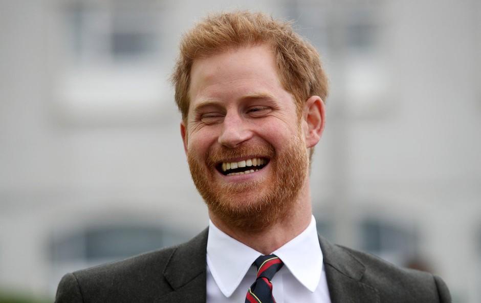 Princ Harry zbijal šale na račun kraljice Elizabete (foto: Profimedia)