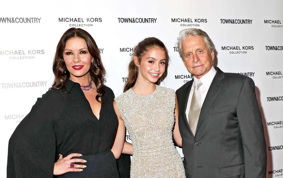 Catherine Zeta Jones in Michael Douglas sta ponosna na 15-letno hčerko (foto: Profimedia)