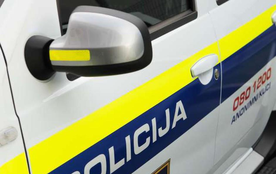 Beltinci: Močno vinjen voznik napadel policista in končal v priporu (foto: Daniel Novakovič/STA)