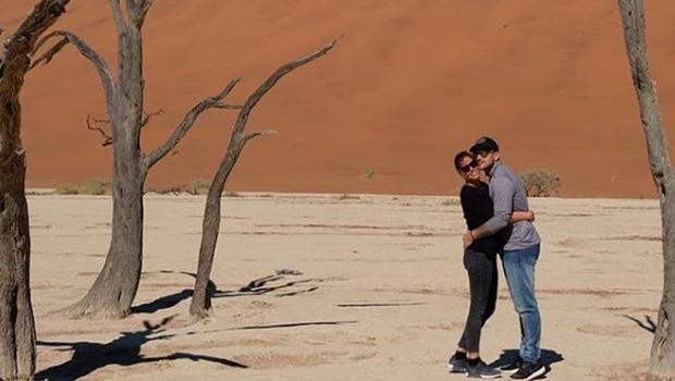 Osupljiva narava Namibijske puščave je povsem prevzela Jureta in njegovo Simono. (foto: Instagram Jureta Koširja (@jurekosir_))