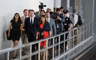 Trumpov kandidat za vrhovnega sodnika v primežu ogorčene javnosti