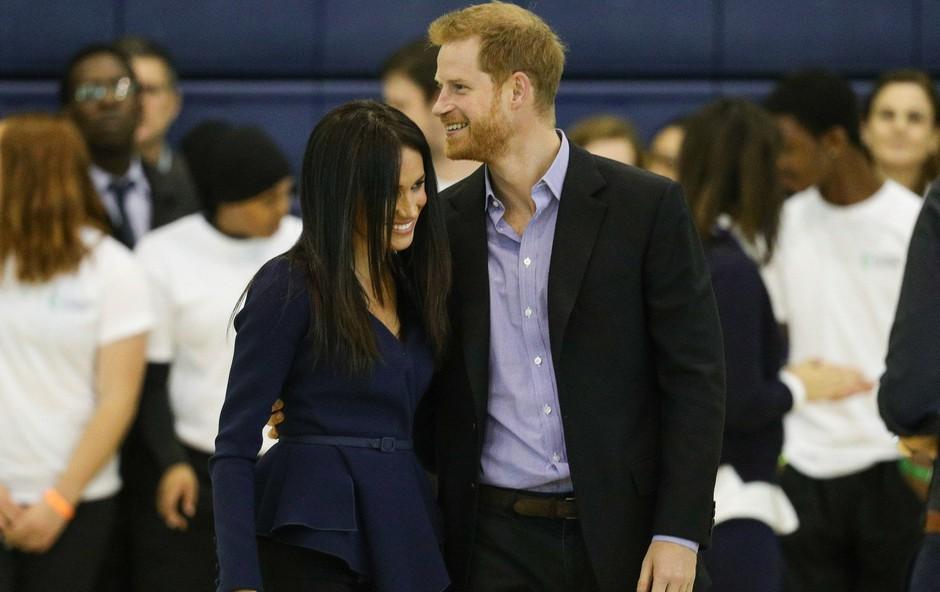 Princ Harry in Meghan Markle v javnosti izkoristita vsako priložnost, da se lahko objameta (foto: Profimedia)