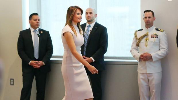 Obleka Melanie Trump, ki je navdušila modne kritike (foto: Profimedia)
