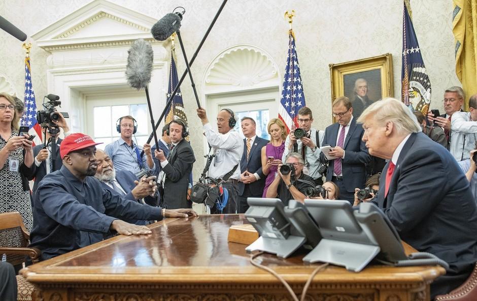 Zaradi Kanyja Westa zardeva celo ameriški predsednik Donald Trump (foto: Profimedia)