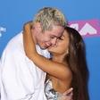 Ariana Grande in Pete Davidson po petih mesecih prekinila zvezo