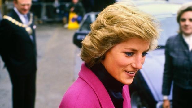 Zdaj je znano, zakaj je imela princesa Diana vedno sklonjeno glavo (foto: Profimedia)