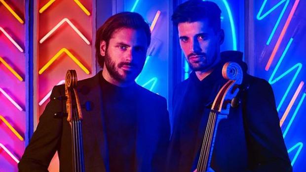 Priredba mega hita Despacito je Luki in Stjepanu vzela zelo malo časa, a kljub temu sestavlja njun železni repertoar. (foto: Instagram 2Cellos)