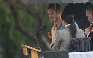 Meghan Markle ni želela, da bi bil princ Harry moker, zato mu je ves čas držala dežnik