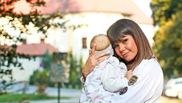 Radijska voditeljica Eva Cimbola o življenju, hčerki Ronji in novih izzivih (foto: GORAN ANTLEY)