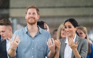 Princ Harry v Avstraliji vse spravil v smeh, ko je med intervjujem začel plesati, da bi odgnal številne muhe