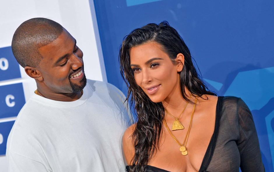 Radodarni Kanye West je soprogi Kim Kardashian podaril za skoraj štiri milijone dolarjev dragocenih stvari (foto: Profimedia)