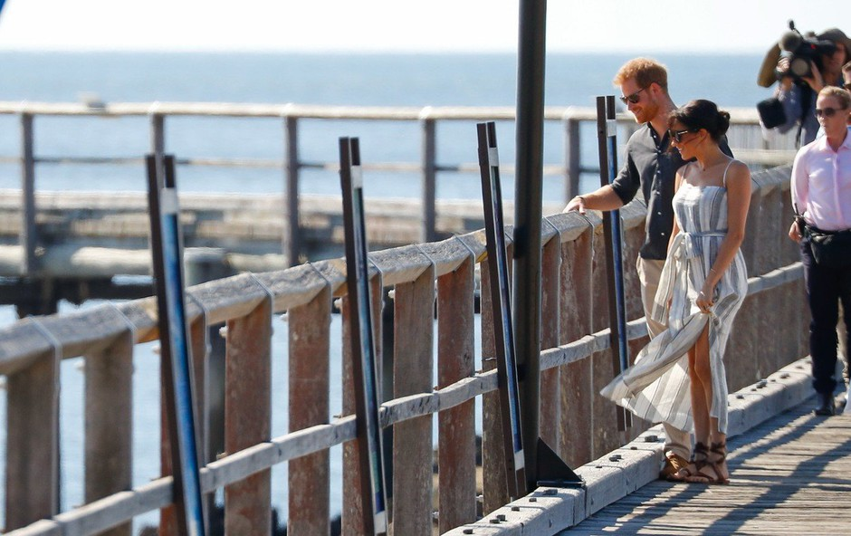 Tako visokega razporka, kot ga je nosila noseča Meghan Markle, pri Kate Middleton nikoli nismo videli (foto: Profimedia)