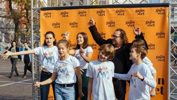 Igralci skupaj z oboževalci Gajinega sveta posneli videospot z Majo Keuc! (foto: Luka Karlin)
