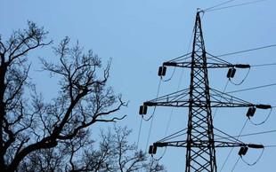 Na območju Primorske brez elektrike 1650 odjemalcev, v Dravogradu spremljajo razmere